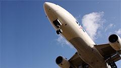 スマホの利用、いつでもOK 飛行機内での離発着時における電子機器の利用制限が緩和へ