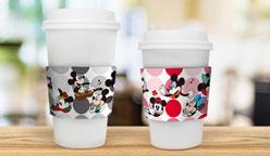 ディズニー:「ディズニーパス」でミッキーマウス、ミニーマウスの限定描き下ろしアート入りカップスリーブがもれなくもらえる「ディズニーパス1年継続特典」が開始